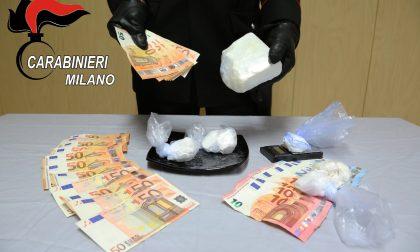 """Quattro etti di cocaina in casa e un """"tesoretto"""" in contanti: arrestato FOTO"""