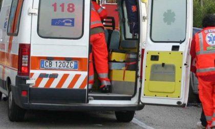 Incidente tra auto e scooter a Lentate, 41enne in ospedale