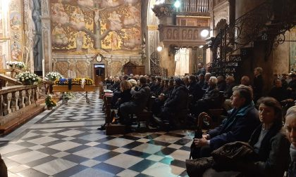 Centinaia di persone in Duomo per l'ultimo saluto ad Alessandro Milva FOTO
