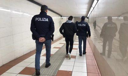 Spacciava davanti alla stazione: arrestato pusher 27enne