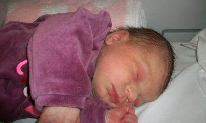 La piccola Agata inaugura il nuovo anno dell'ospedale di Carate