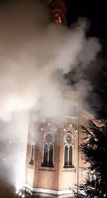Lissone botti di capodanno incendio chiesa