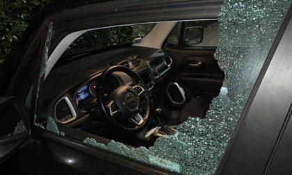 Auto colpita da un sasso sulla Statale 36: il finestrino va in frantumi FOTO