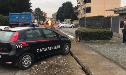 Danneggiato un tubo del gas durante i lavori in strada: intervengono i Vigili del fuoco