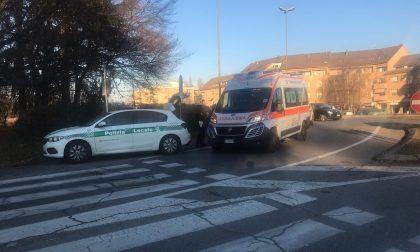 Vimercate, ciclista investito in via Rota: paura per un 61enne