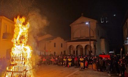 Brucia la Giubiana a Copreno, record di presenze FOTO