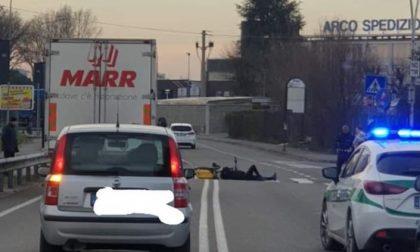 Ciclista investito: intervengono due ambulanze e la Polizia Locale