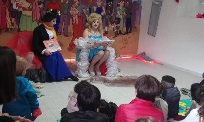 Un ciclo di letture per bambini con una drag queen