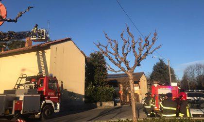 Tegole pericolanti, pompieri a Biassono