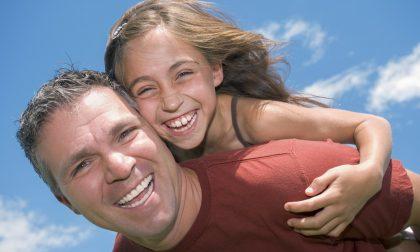Mandaci la foto con gli auguri a papà, avrai un regalo indimenticabile