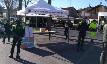 Verano, i volontari della Protezione civile fanno informazione al mercato