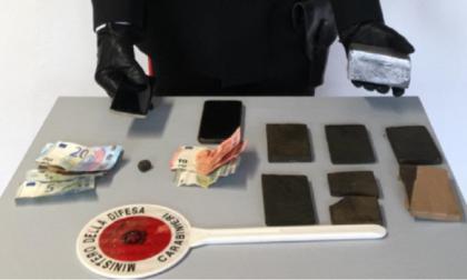 Sorpreso in auto con quasi un chilo di hashish, arrestato un 55enne di Giussano