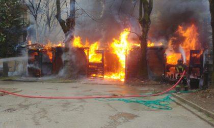 """Incendio nella villa, il proprietario ringrazia i Vigili del fuoco: """" Siete i nostri angeli custodi"""""""