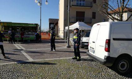 Protezione civile in strada per controllare i cittadini