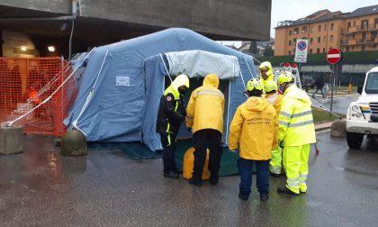 Una tenda della Protezione Civile per il pretriage all'Ospedale San Gerardo
