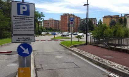 Usmate, un aiuto ai pendolari: il parcheggio della stazione diventa gratuito