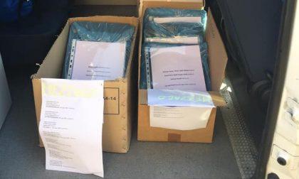 Mezzago, l'Amministrazione consegna 17 computer agli studenti