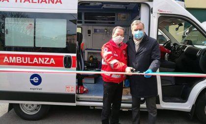 Coronavirus, sindaco inaugura nuova ambulanza della Cri