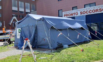 Anche al Pronto Soccorso di Desio una tenda pretriage montata dalla Protezione Civile
