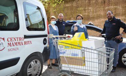 Per Pasqua la Polizia regala dolci ai bimbi del Mamma Rita