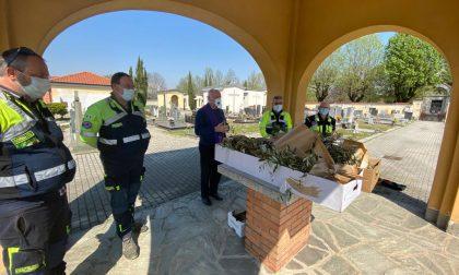 Burago: pulizie, fiori e ramoscelli di ulivo al cimitero