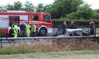 Auto prende fuoco sulla Valassina, traffico in tilt LE FOTO