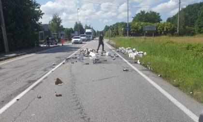 Camion perde il carico, fiumi di birra in strada GUARDA LE FOTO