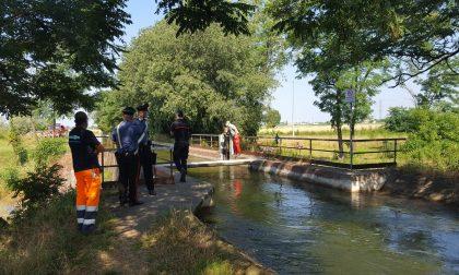 Trovato un cadavere nel canale tra Caponago e Pessano