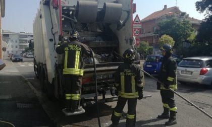 A Seregno incendio nel camion di Gelsia Ambiente
