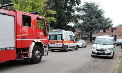 Si ferisce al parco, arrivano anche i Vigili del fuoco – FOTO