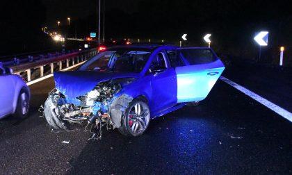 Sbanda con l'auto e finisce contro il guard rail, tre feriti FOTOGALLERY e VIDEO