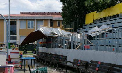 Tromba d'aria: il tetto della scuola finisce sulle tribune del pattinodromo FOTO