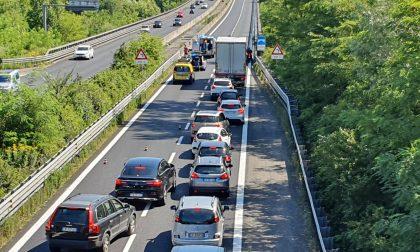 Incidente auto moto in Statale 36: arriva l'elisoccorso. Traffico in tilt FOTO