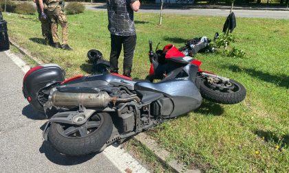 Incidente tra due moto in via Boccaccio: coinvolte tre persone