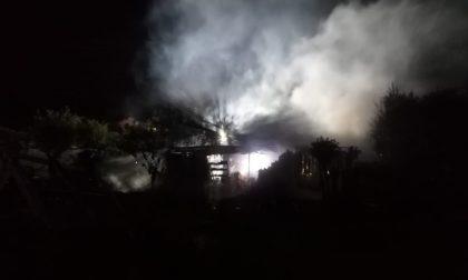 Incendio in una legnaia ad Albiate: intervengono i Vigili del fuoco FOTO