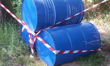 Bidoni di olio abbandonati a Meda