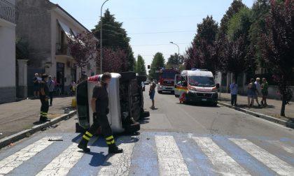 Incidente a Cesano, un'auto si ribalta FOTO