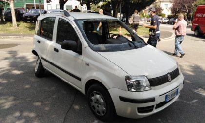 Paura al Cunvegn, auto ribaltata dopo scontro