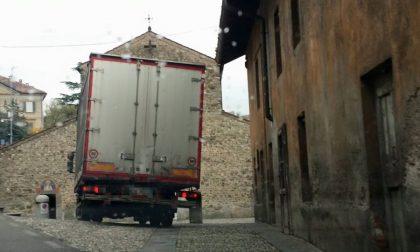 Il Consiglio di frazione ha vinto: Agliate mette al bando i camion