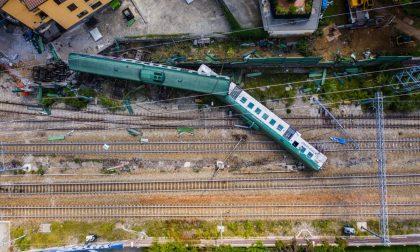 Incidente ferroviario, le impressionanti FOTO e il VIDEO dall'alto della scena del disastro