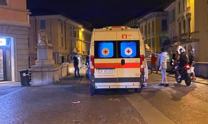 Auto sfiora passante sul Ponte dei Leoni: volano insulti e schiaffi. Una donna in ospedale