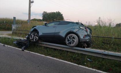 Lentate: scontro tra due auto, una finisce sul guardrail FOTO