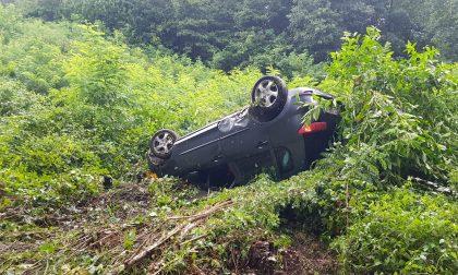Arcore: perde il controllo dell'auto e si ribalta nel fosso