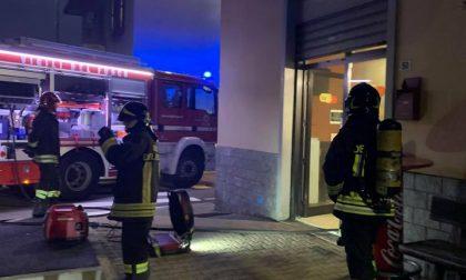 Principio d'incendio in magazzino, paura in una pizzeria di Villasanta