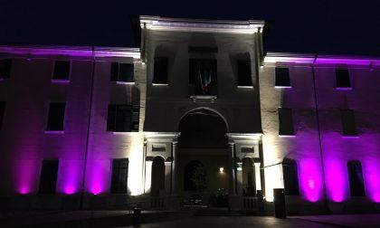 La facciata del Municipio di Concorezzo si tinge di rosa FOTO