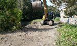 Collassa la fogna, lavori urgenti in riva al Lambro a Carate