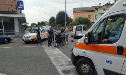 Violento incidente tra un furgone e uno scooter, ferito il centauro