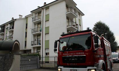 Incendio in appartamento, arrivano i Vigili del fuoco – FOTO