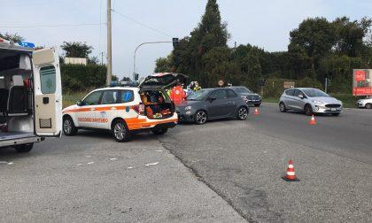 Ciclista investito a Vimercate, arriva anche l'elisoccorso VIDEO