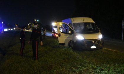 Ruba un furgone e tenta la fuga: arrestato dopo un inseguimento FOTO